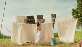 Chi Pu cởi áo bán nude, nóng bỏng trong MV mới