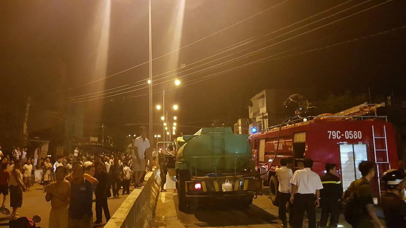 Hiện trường vụ cháy bãi chứa nhiều xe bồn chở xăng dầu ở Nha Trang