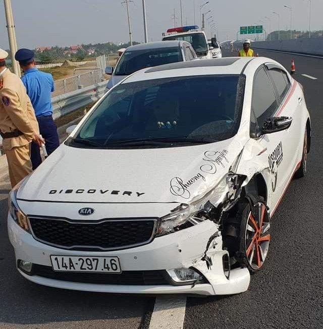 Quảng Ninh: Tài xế điều khiển xế hộp nổ lốp bỏ chạy sau khi gây tai nạn liên hoàn2