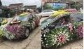 Chú rể lái xe phủ kín hoa đi đón dâu khiến dân mạng xôn xao