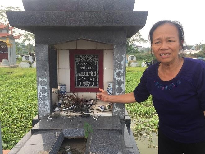 Trong một đêm, gần 100 ngôi mộ ở Hưng Yên bị đập phá bát hương.