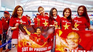 CĐV nhuộm đỏ sân bay, sang Philippines 'tiếp lửa' đội tuyển Việt Nam