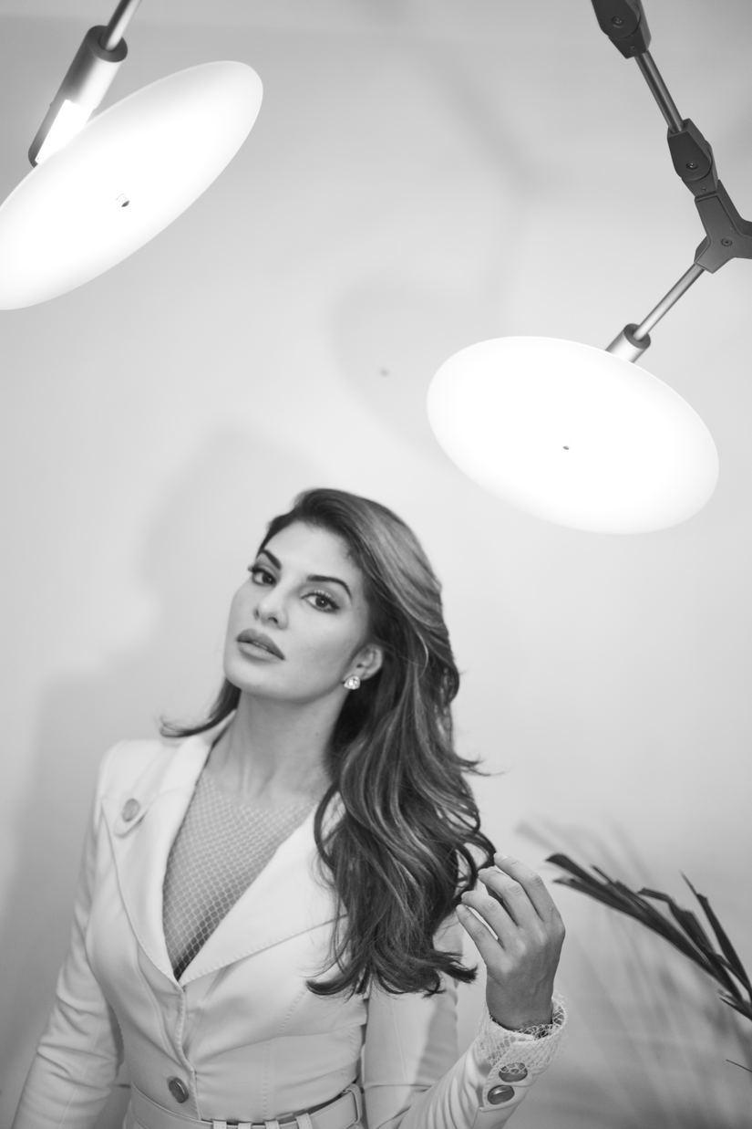 Nữ minh tinh nổi tiếng của Bollywood lại diện thiết kế của Công Trí