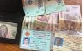 Nghệ An: Hai nữ sinh nhặt được ví tiền trả lại người mất