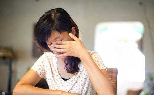 Suýt mất thị lực vì dụi mắt: Bác sĩ cảnh báo thói quen nguy hiểm