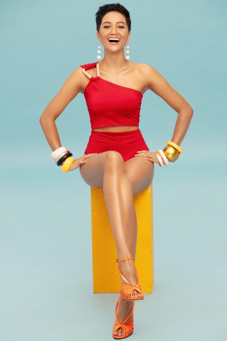 Sau gần 2 năm đăng quang hoa hậu, lần đầu tiên H'Hen Niê diện bikini khoe 3 vòng bốc lửa