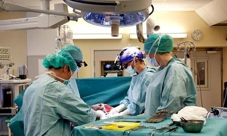 Em bé ra đời từ cấy ghép tử cung người đã chết 2