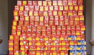 Nghệ An: Bắt đối tượng giấu gần 500 kg pháo trong xe container