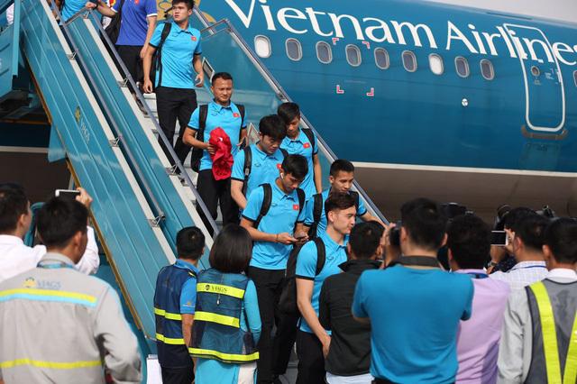 Việt Nam sang Malaysia ngay chiều nay để chuẩn bị chung kết AFF Cup 2018