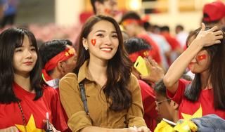Ngắm bộ ảnh bạn gái xinh đẹp của các cầu thủ Việt Nam từ trên khán đài