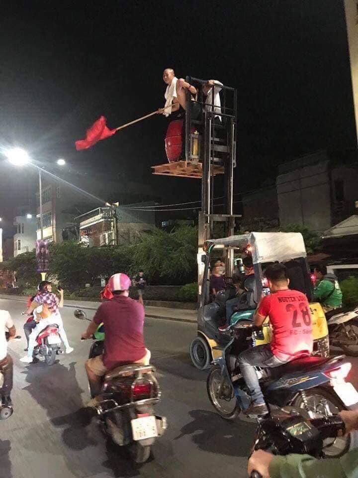 Loạt khoảnh khắc ấn tượng sau chiến thắng của tuyển Việt Nam12
