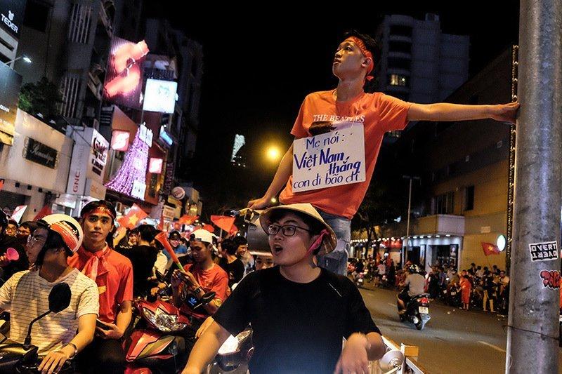 Loạt khoảnh khắc ấn tượng sau chiến thắng của tuyển Việt Nam13