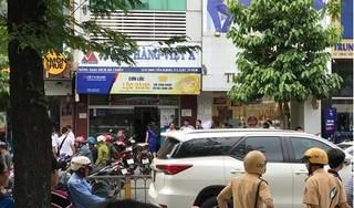 Nóng: Hai đối tượng bịt mặt dùng súng cướp ngân hàng ở TP HCM
