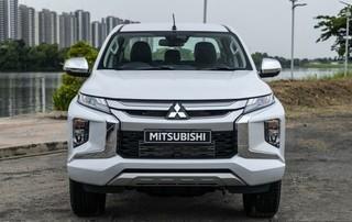 Xe bán tải Mitsubishi Triton 2019 giá 700 triệu đồng lăn bánh tại Việt Nam