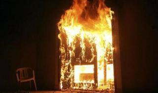 Hưng Yên: Con gái đổ xăng lên người mình và mẹ rồi châm lửa tự thiêu