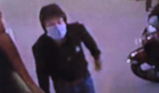 Vĩnh Long: Camera ghi lại nghi can lẻn nhà dân trộm hơn 8 tỷ đồng