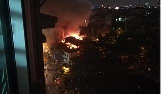 Hà Nội: Ngôi đình cổ bất ngờ bốc cháy dữ dội