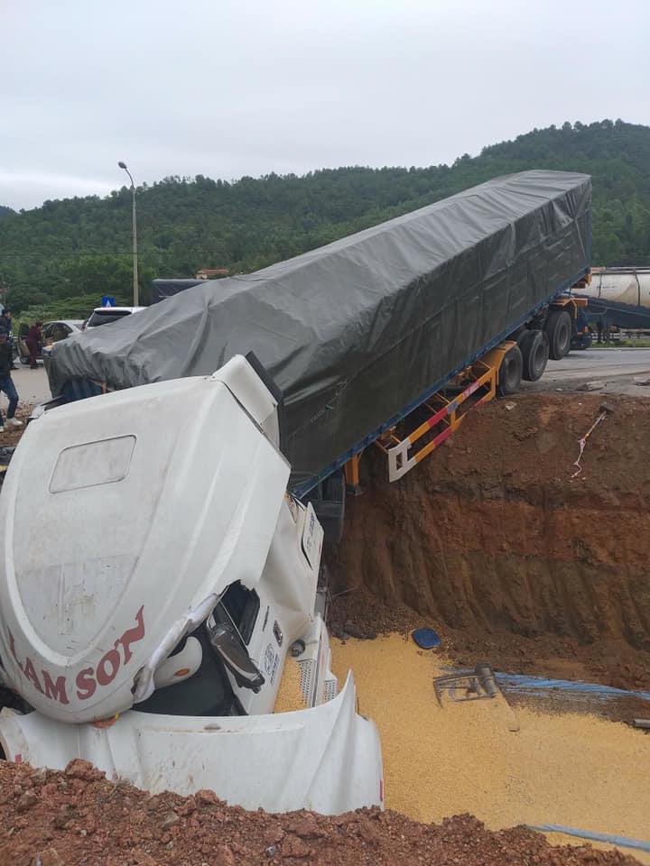Quảng Ninh: Tai nạn giao thông liên hoàn, nhiều phương tiện bị hư hỏng3