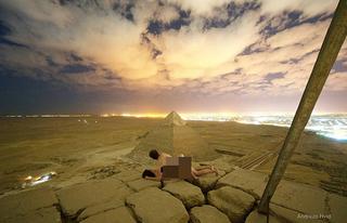 Khỏa thân chụp ảnh trên kim tự tháp Ai Cập, cặp đôi nhận bão 'gạch đá'
