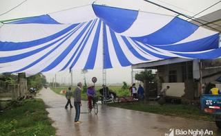 Nhà Văn Đức, Quang Hải dựng rạp, mổ lợn, chuẩn bị xem chung kết