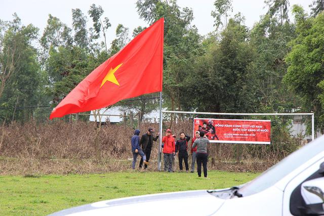 Dựng rạp, mổ lợn, lắp màn hình 'khủng' xem chung kết AFF cup tại nhà Văn Đức, Quang Hải