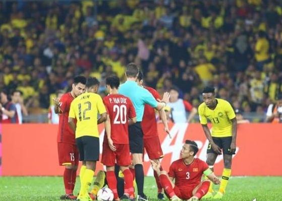 CĐV Malaysia: 'Cầu thủ Việt Nam chơi xấu còn hay ăn vạ'