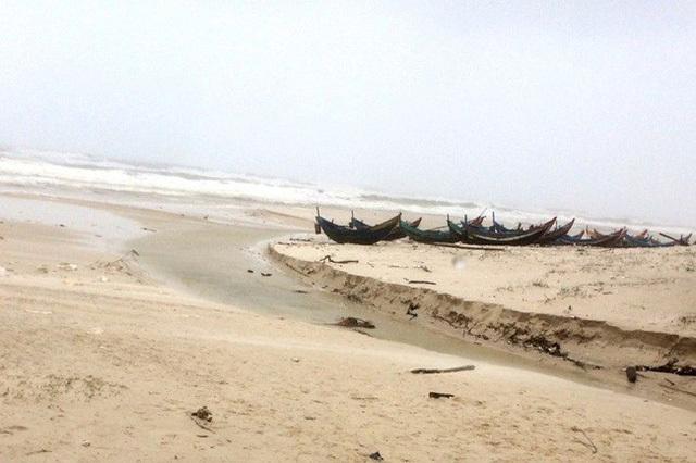 Quảng Bình: Phát hiện thi thể không nguyên vẹn dạt vào bờ biển