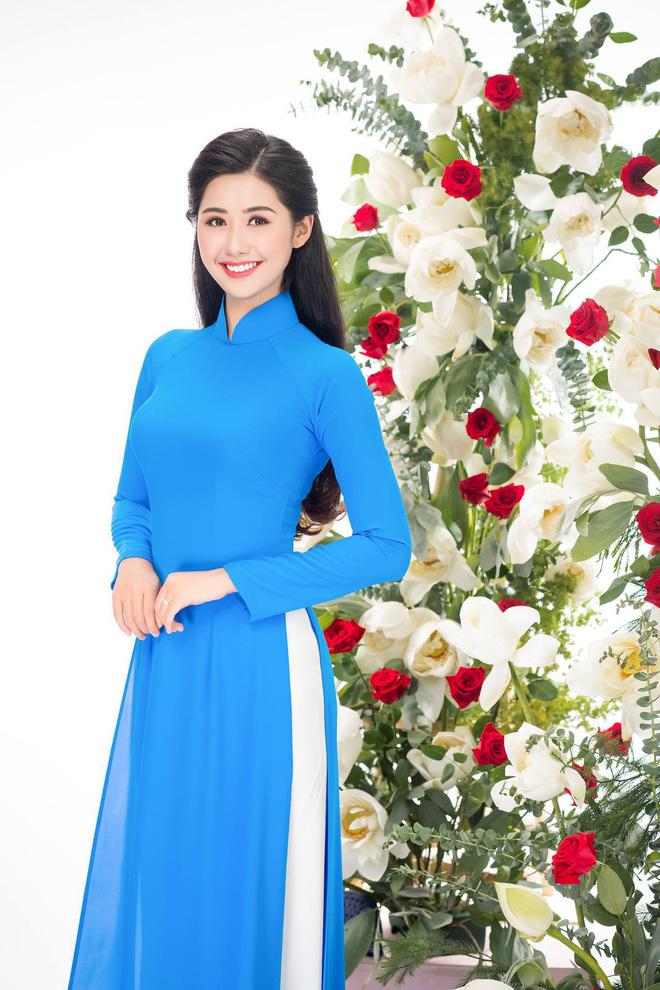 Lộ danh tính nữ tiếp viên xinh đẹp post ảnh với tuyển Việt Nam4