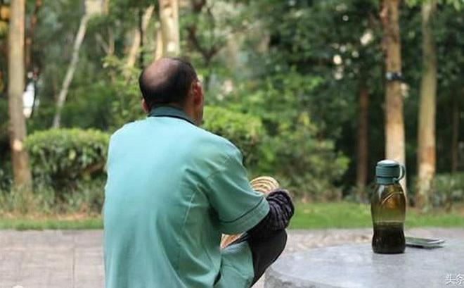 Trở thành mẹ của người yêu cũ khi kết hôn với ông lão 65 tuổi