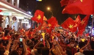 Hàng triệu người đổ ra đường đi bão ăn mừng chức vô địch