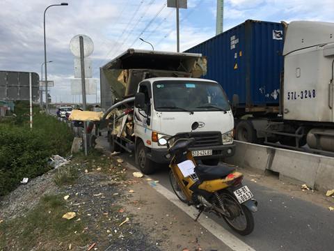 Tin tức tai nạn giao thông mới nhất hôm nay 15/12/2018: Bé trai 3 tuổi tử vong