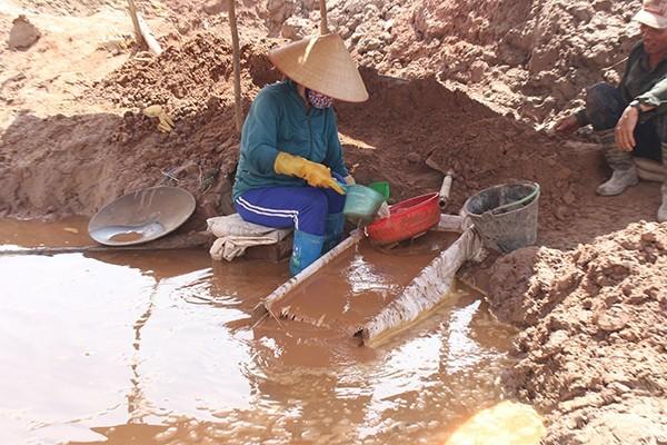 Đã tìm thấy người phụ nữ bị nước cuốn trôi mất tích khi đi khai thác vàng