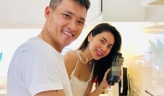 Chia sẻ hình ảnh vào bếp cùng vợ, Công Vinh khiến cư dân mạng xuýt xoa