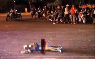 Kinh hãi thanh niên vác xác người chết trong nhà hoang ra vứt giữa đường