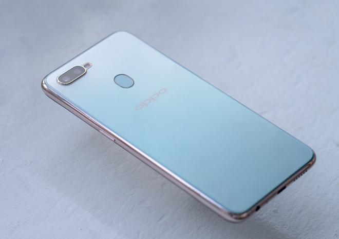 Lộ giá bán Oppo F9 phiên bản màu xanh tuyệt đẹp2