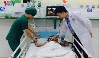Bị bạn dùng máy thổi hơi thụt vào hậu môn, bé trai 13 tuổi vỡ đại tràng
