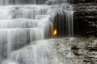 Kỳ lạ những ngọn lửa cháy mãi không tắt trên thế giới