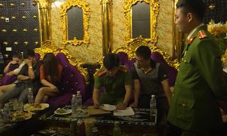 Đình chỉ 2 viên chức ngành giáo dục trong 'tiệc ma túy' tại quán karaoke ở Hà Tĩnh