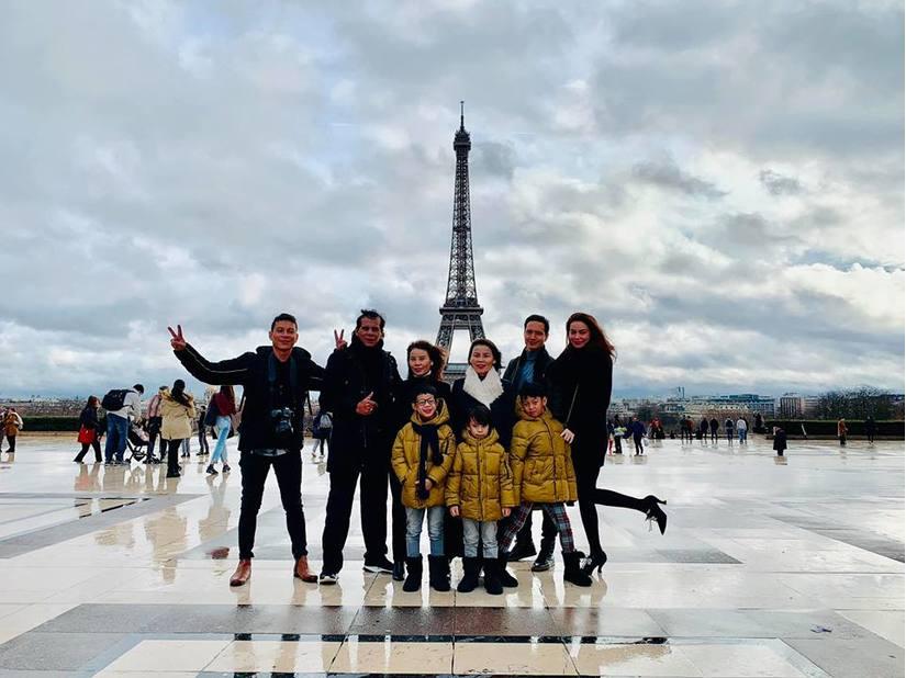 Kim Lý và Hồ Ngọc Hà khóa môi dưới tháp Eiffel