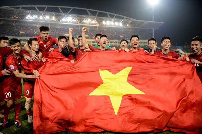 Dân mạng tranh cãi nảy lửa trước xu hướng đề thi 'bắt trend' đội tuyển Việt Nam