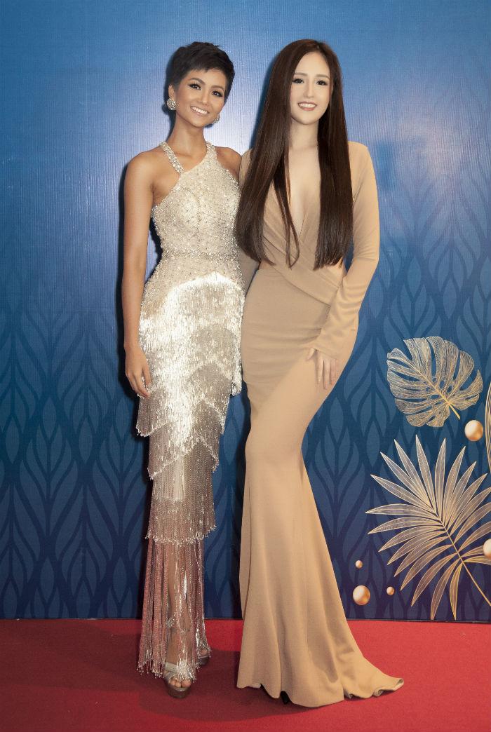 Hoa hậu Mai Phương Thúy đọ sắc cùng với H'Hen Niê