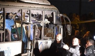 Hiện trường vụ đánh bom xe chở du khách Việt ở Ai Cập, 4 người thiệt mạng