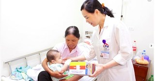 Trẻ sơ sinh không biết hóng chuyện và giật mình nguy hiểm thế nào?
