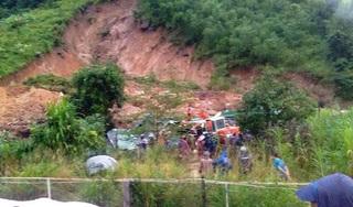 Sạt lở núi ở Khánh Hòa, ba người trong một gia đình bị vùi lấp