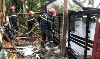 Đốt lửa sưởi ấm cho gia cầm, người đàn ông làm cháy chuồng thiêu rụi 30 con gà