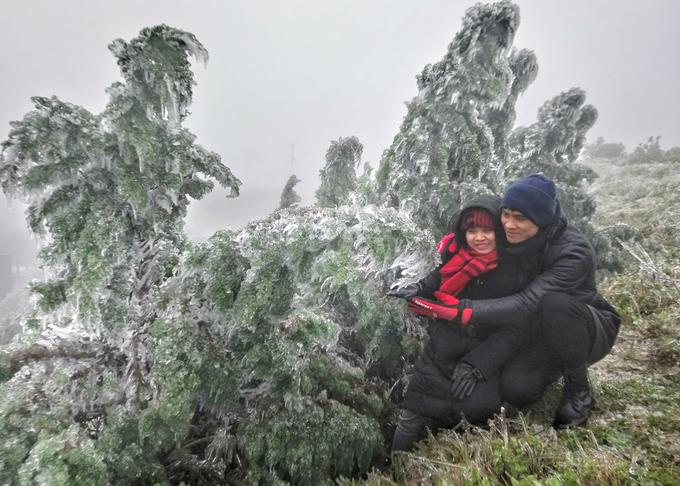 Lạnh cực độ, đỉnh Mẫu Sơn chìm trong băng giá 2