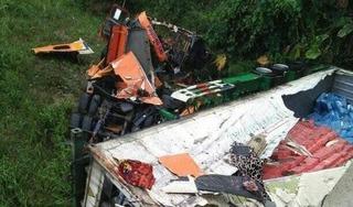 Tuyên Quang: Container mất lái lao xuống vực sâu, tài xế nguy kịch