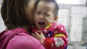 Bác sĩ cảnh báo sai lầm của mẹ khiến con méo mồm, liệt mặt vì trời lạnh