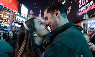 Ý nghĩa tuyệt vời của nụ hôn trong khoảnh khắc giao thừa ở phương Tây