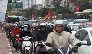 Người dân trở lại Thủ đô sau nghỉ lễ, cửa ngõ thủ đô kẹt cứng người